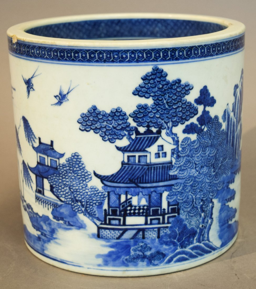 Porcelain wine cooler. Chinese Export ware. Circa 1800.
