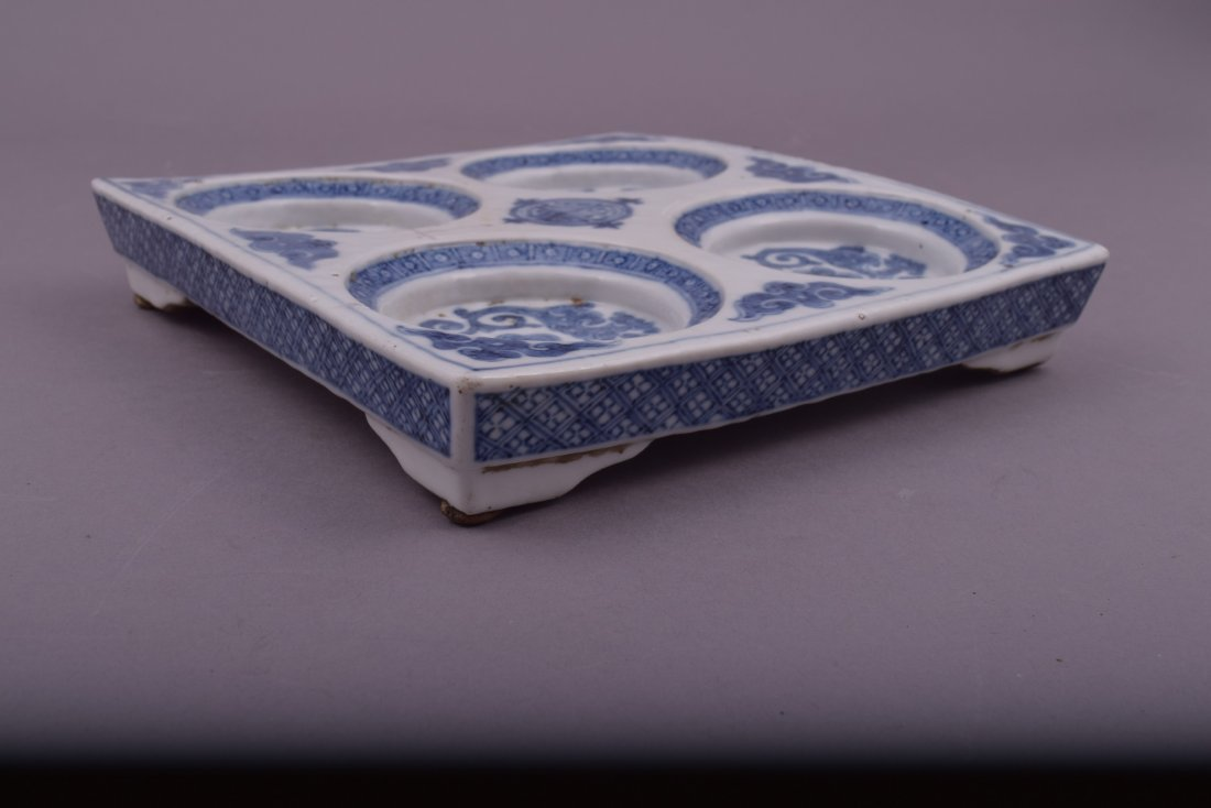 Porcelain dish. Korea. 18th cent. Square form with - 10