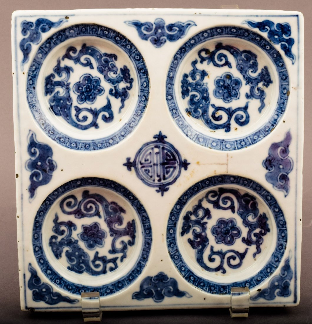 Porcelain dish. Korea. 18th cent. Square form with