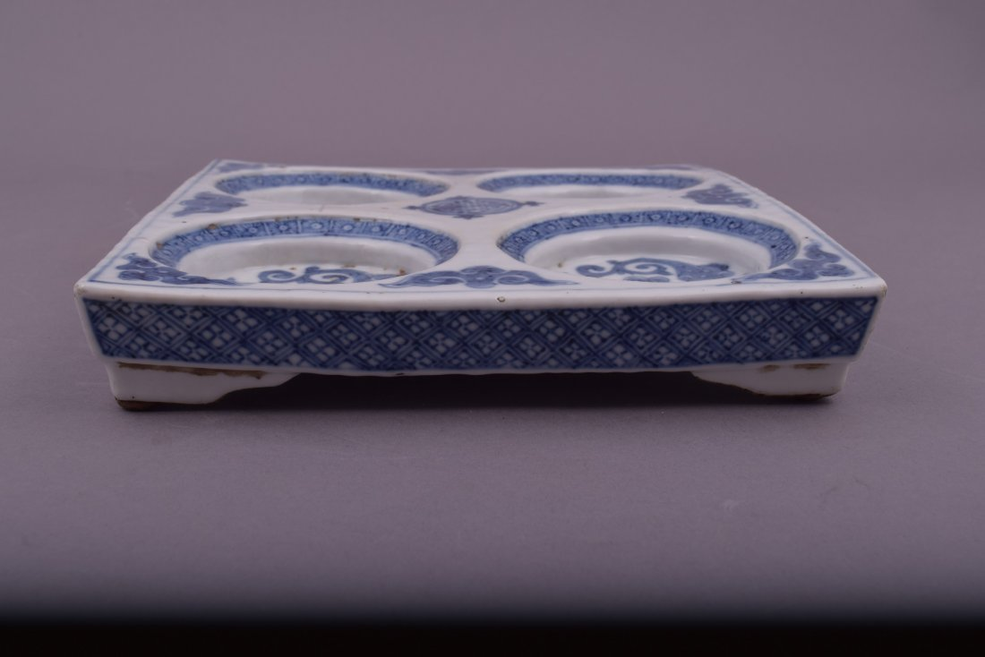 Porcelain dish. Korea. 18th cent. Square form with - 6