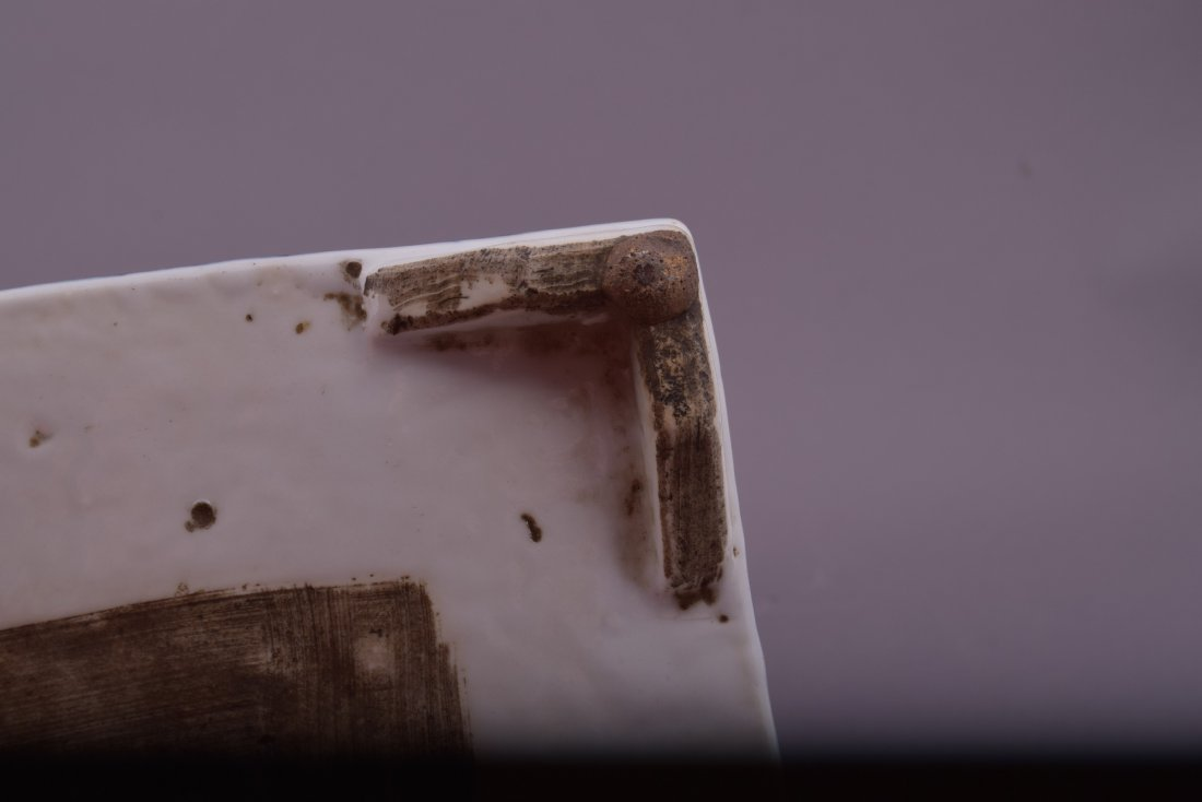 Porcelain dish. Korea. 18th cent. Square form with - 8