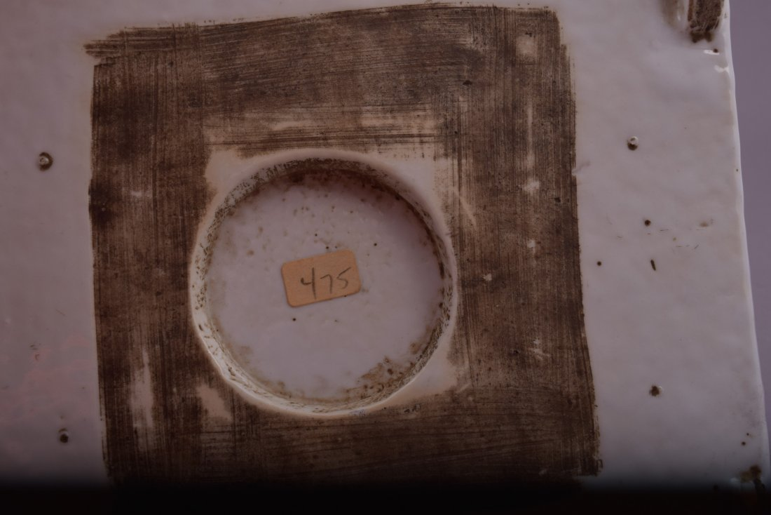 Porcelain dish. Korea. 18th cent. Square form with - 9