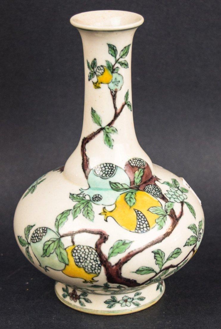 Porcelain vase. China. Late 19th century. Bottle