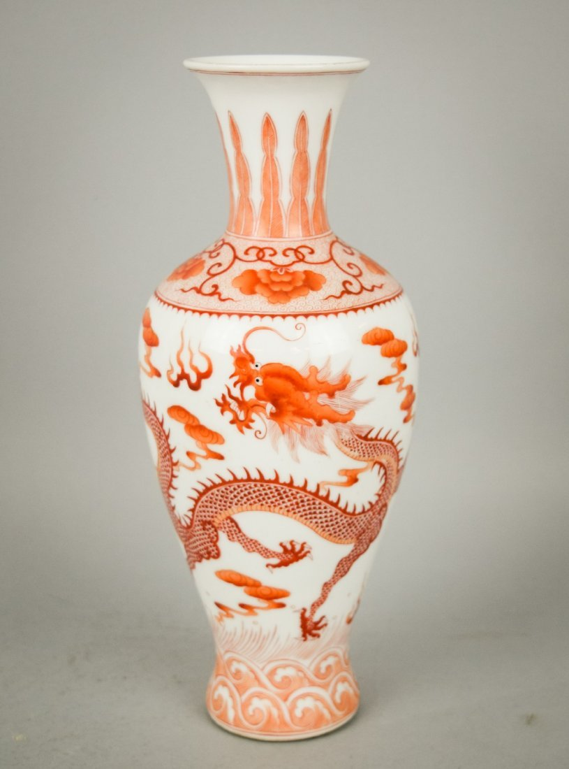 Porcelain vase. China. 20th century. Iron red and gilt