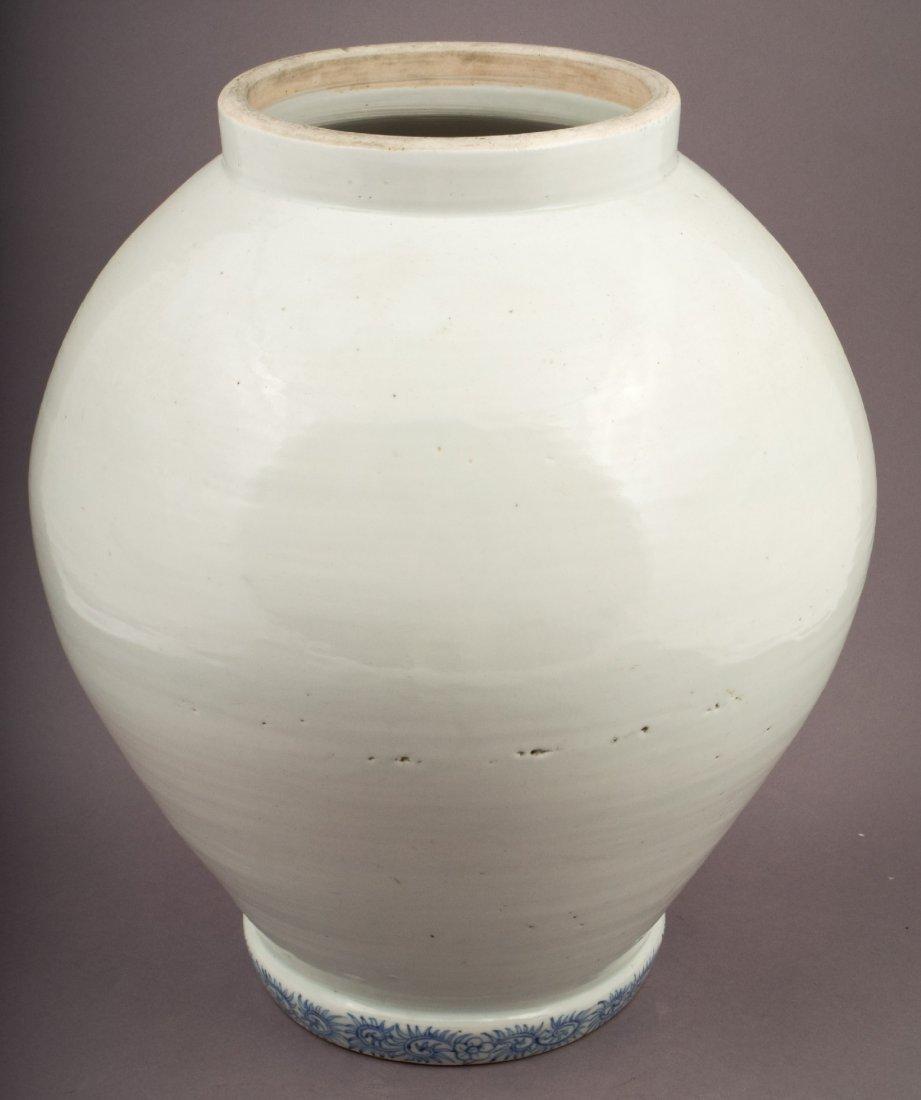 Large porcelain jar. Japan. 19th century. Arita Ware.