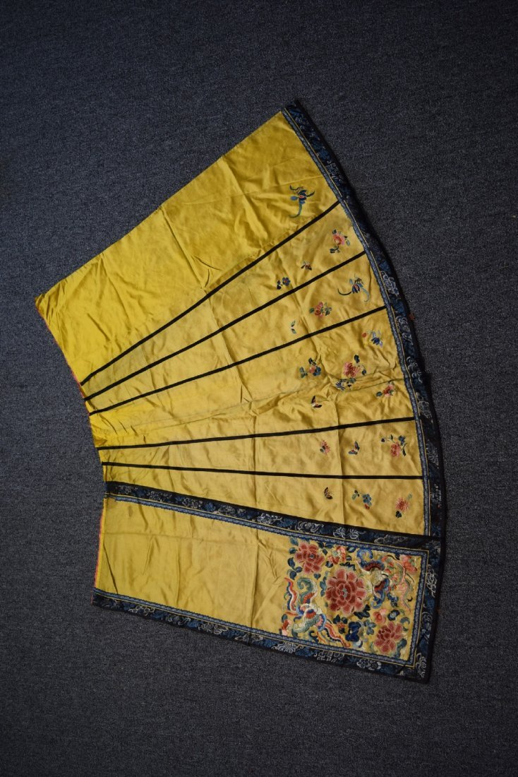 Lot of three textiles. China. Late 19th century- early - 5