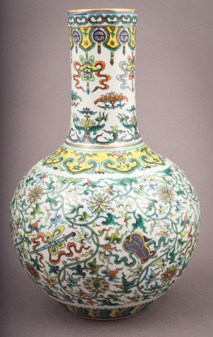 Porcelain vase. China. 20th century. Bottle form. Tou