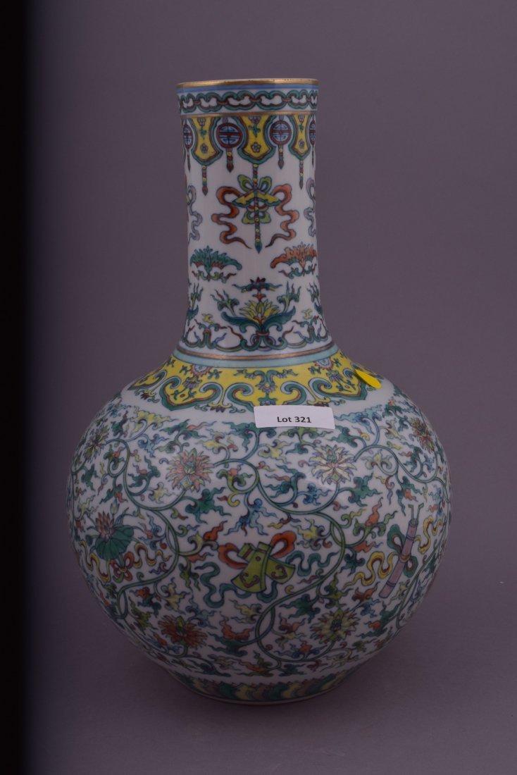 Porcelain vase. China. 20th century. Bottle form. Tou - 3