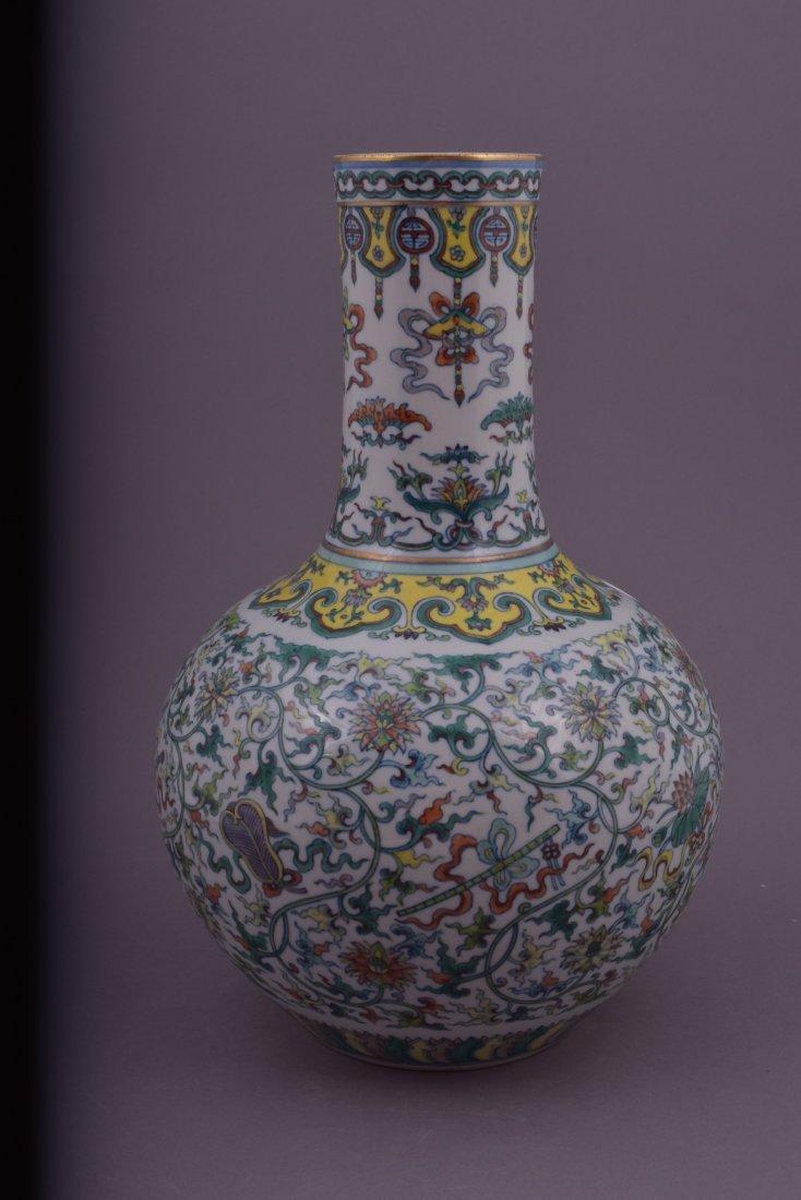 Porcelain vase. China. 20th century. Bottle form. Tou - 4
