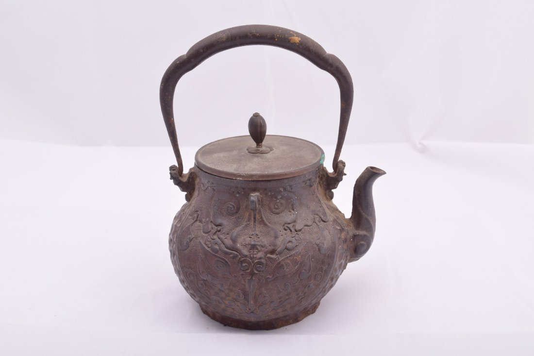 Two cast iron Meiji 19th century Japanese teapots. - 3