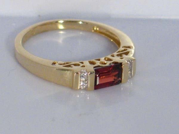 4: 14K 0.82ctw  GARNET & DIAMOND RING [7.25]