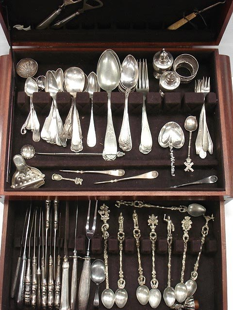 615: GROUP OF STERLING/SILVER PLATE FLATWARE