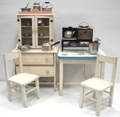 506: CHILDS KITCHEN FURNITURE TOY GROUP