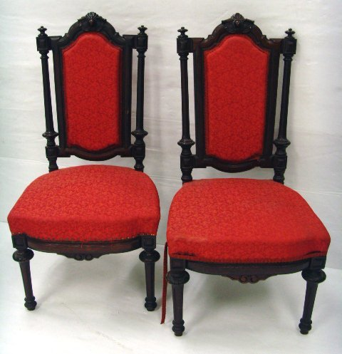 638: PAIR OF CARVED VICTORIAN SIDE CHAIRS - WALNUT AMER