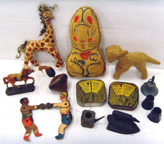 639: GROUP OF VINTAGE TOYS