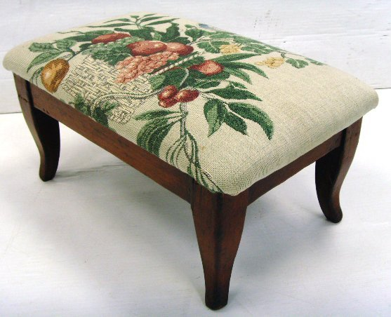 4: EARLY FOOTSTOOL