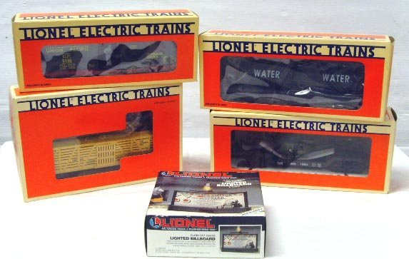 713: LIONEL TRAIN GROUP 5 PCS - LIONEL FLAT CAR WITH TA