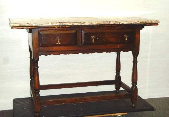 620: WILLIAM AND MARY STYLE SIDE TABLE HAVING 2 DRAWERS