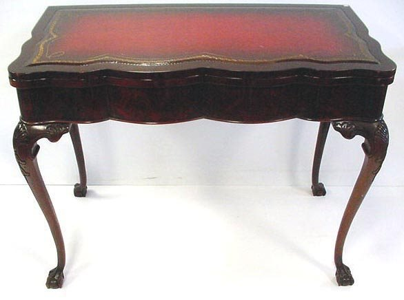 118: CARVED MAHOGANY EXTENSION TABLE WITH 3 LEAVES