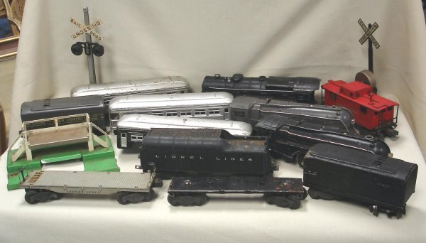105: GROUP OF LIONEL TRAINS