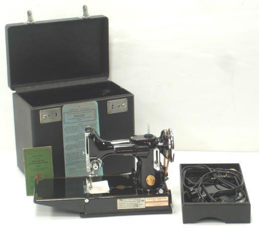 824: SINGER FEATHERWEIGHT SEWING MACHINE W/ CASE
