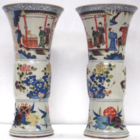 1076: PAIR OF EARLY 19TH C. CHINESE EXPORT VASES
