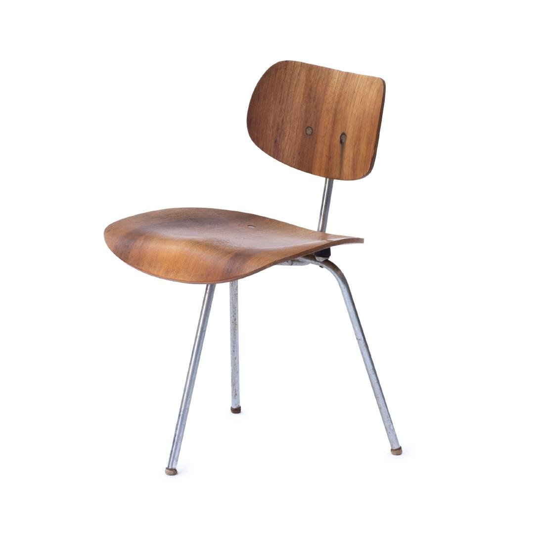'SE 69' three-legged chair, 1952