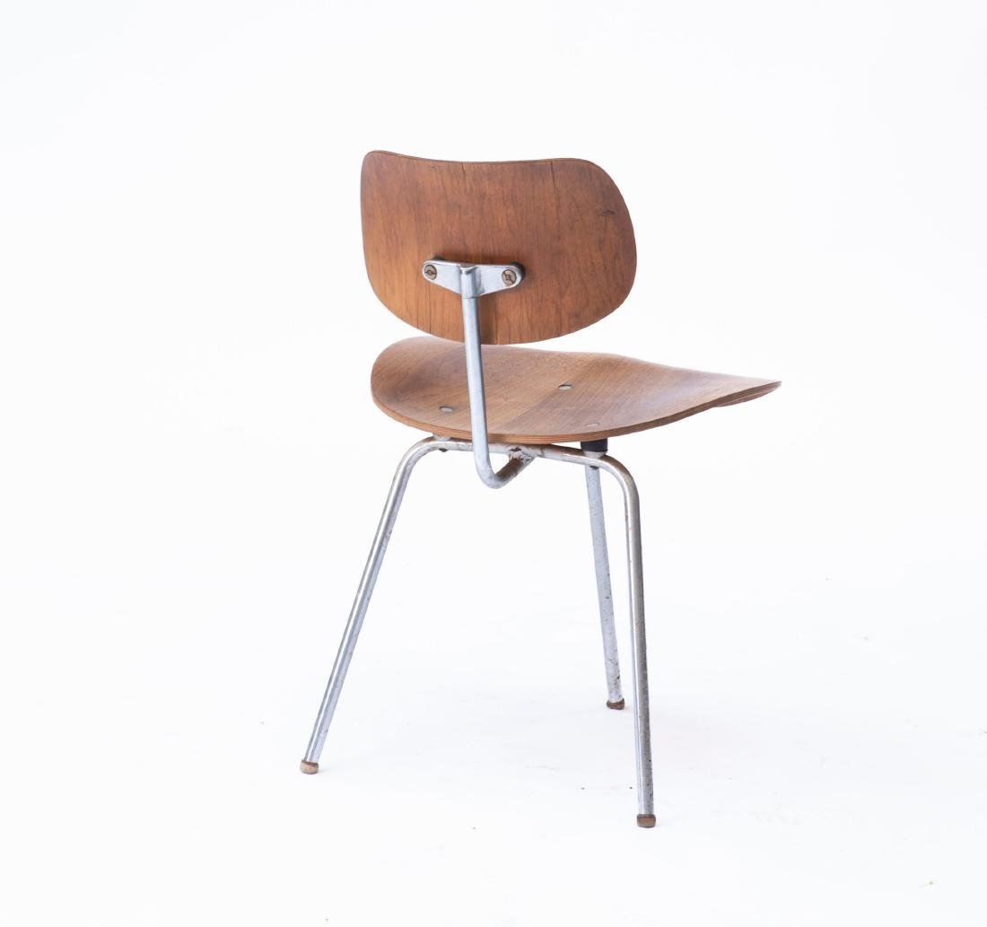 'SE 69' three-legged chair, 1952 - 3