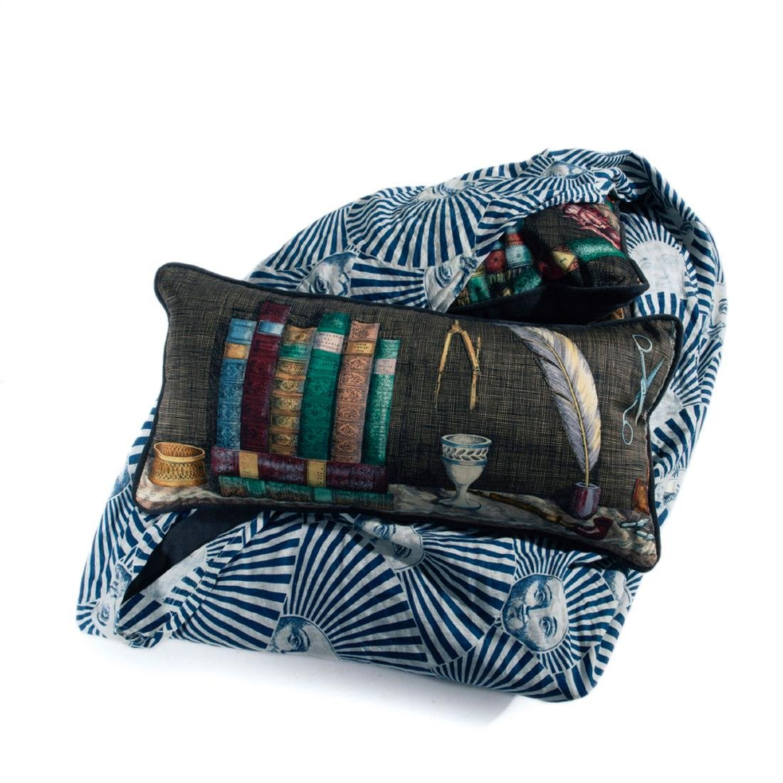 Three 'Libreria' cushions and bedspread, in 'Sole'