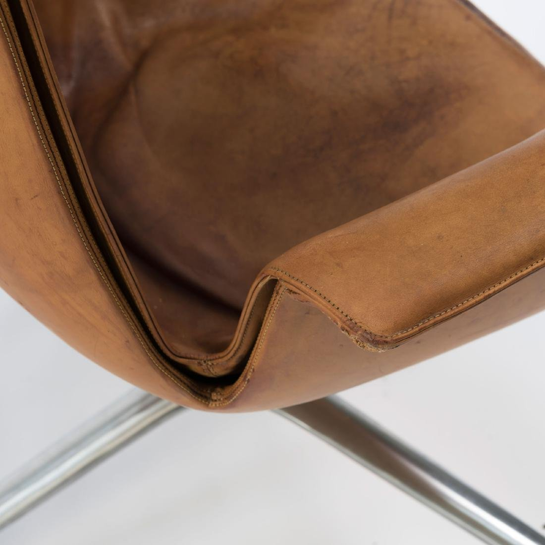 Two highback 'FK 6725' desk chairs, 1964 - 4