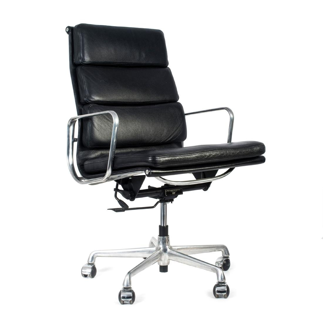 'Soft Pad Group Swivel chair with side arms', 1969