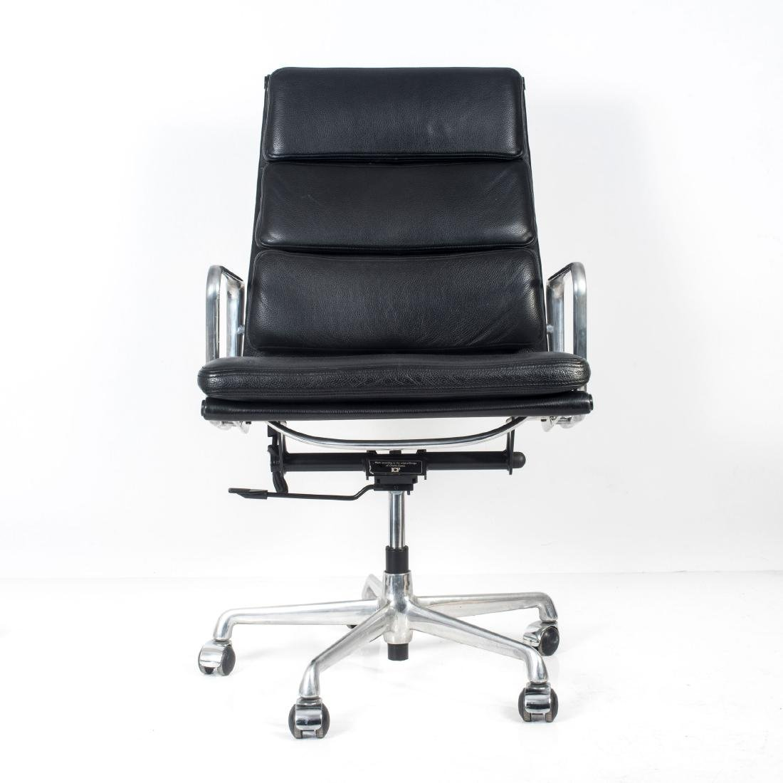 'Soft Pad Group Swivel chair with side arms', 1969 - 2