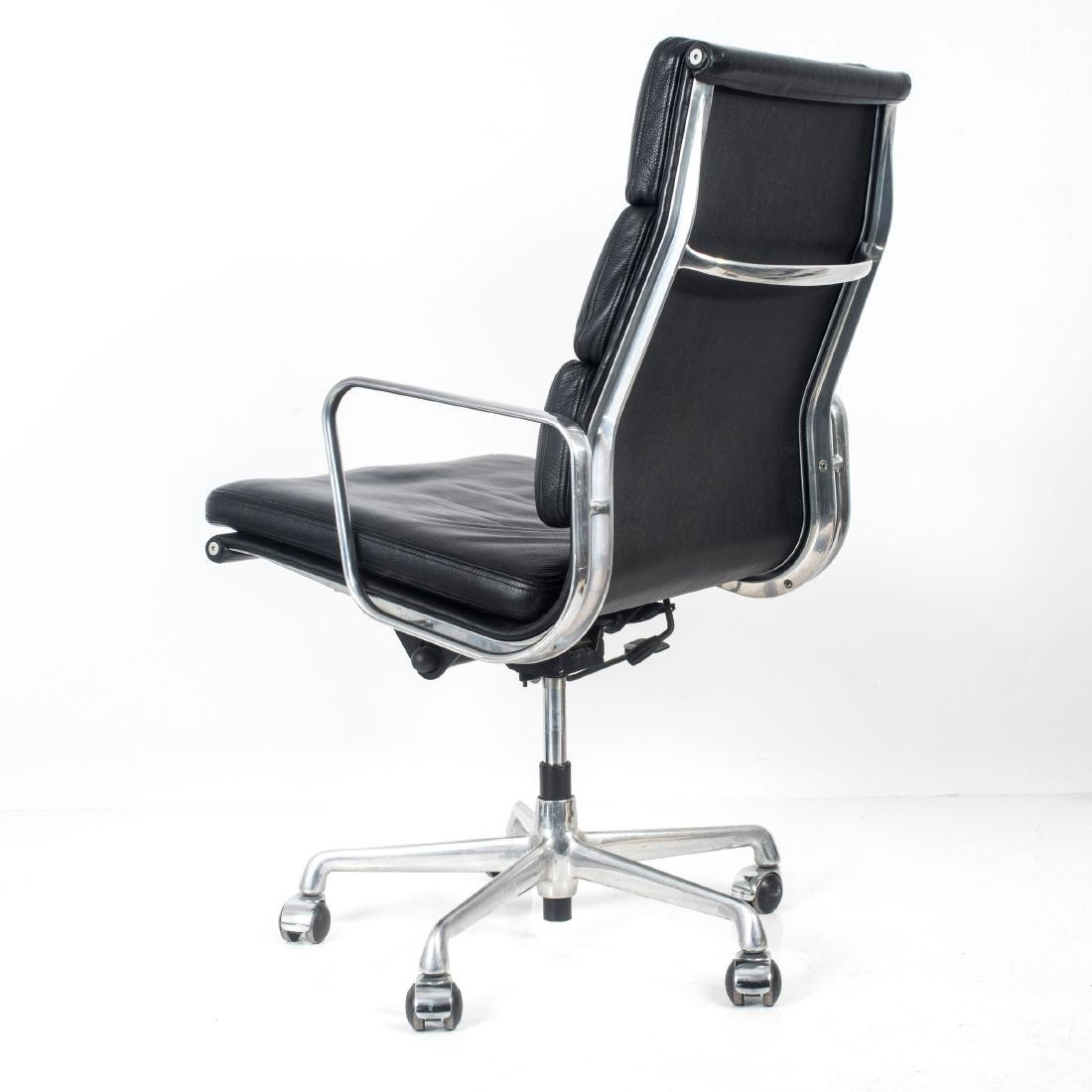 'Soft Pad Group Swivel chair with side arms', 1969 - 5