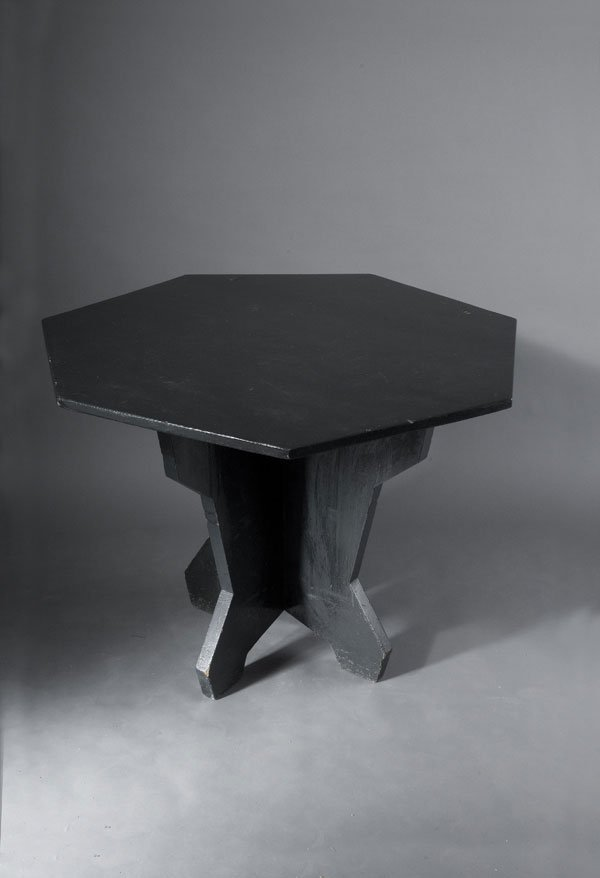1005: Czech Republic. Cubistic table. Soft wood, grey-b