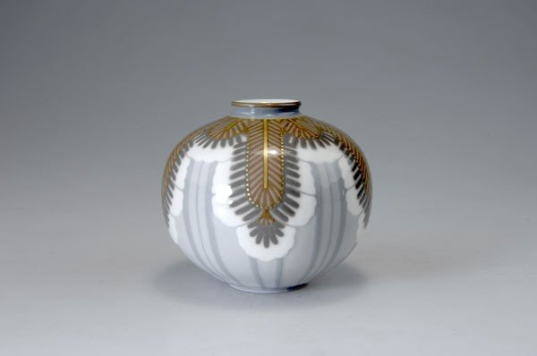 285: Manufacture Nationale de Sevres. Vase, 1927. H. 11
