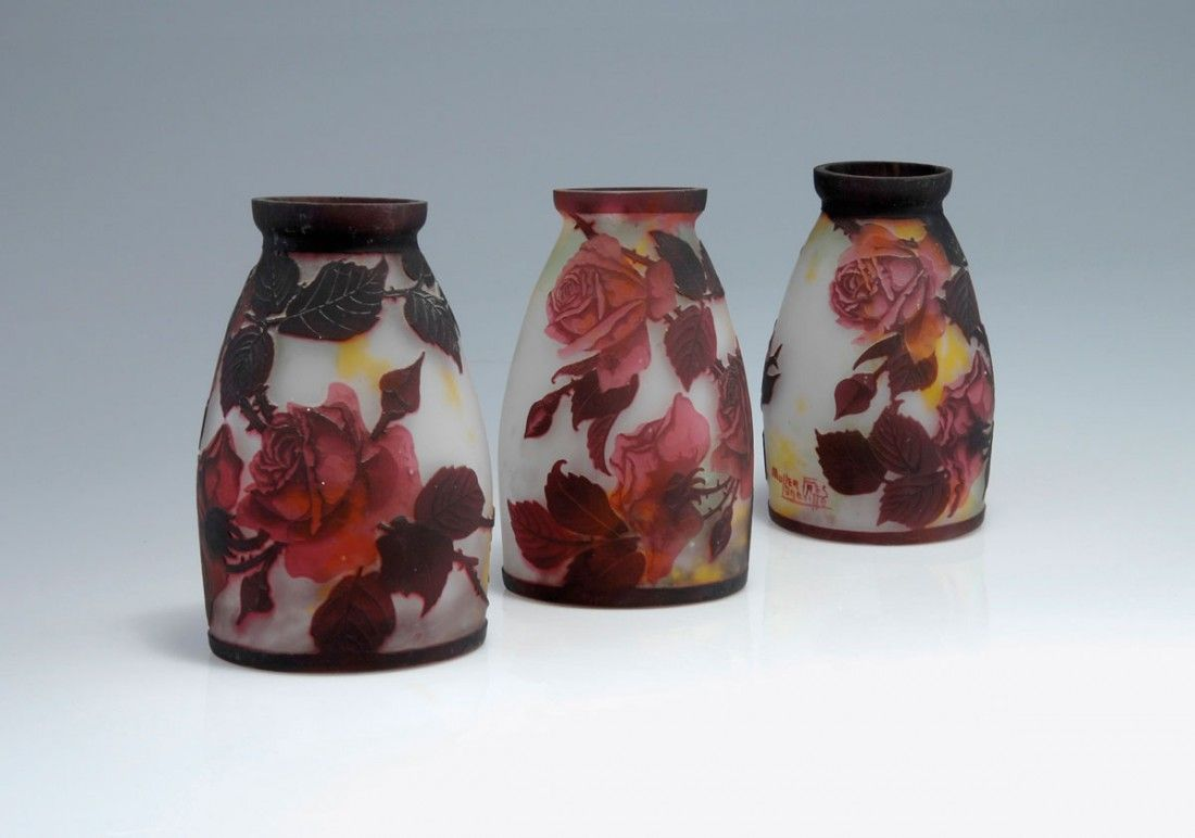 Drei Lampenschirme 'Roses', 1920er Jahre
