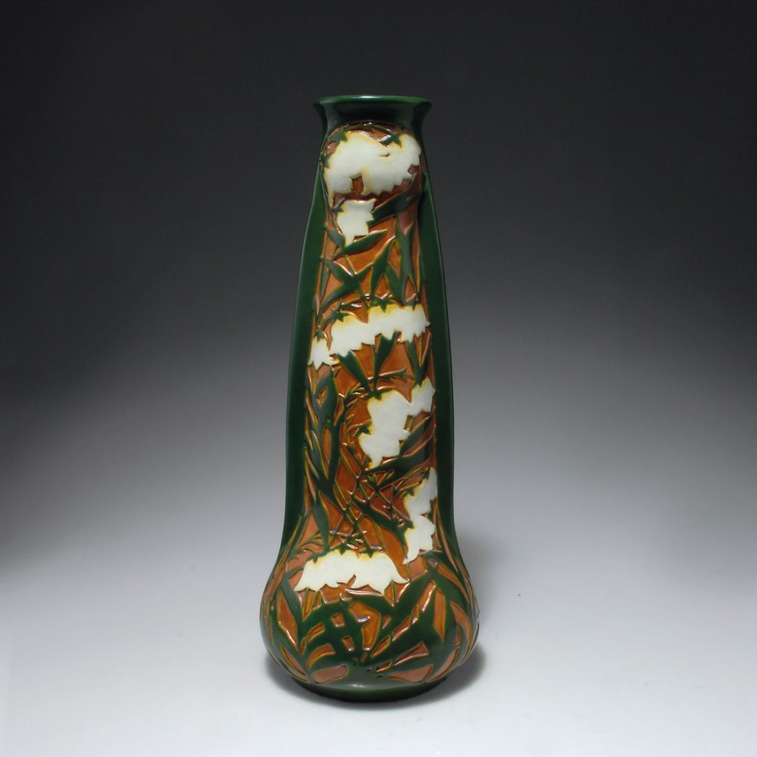 527: Hohe Vase mit Glockenblumen, 1903-04