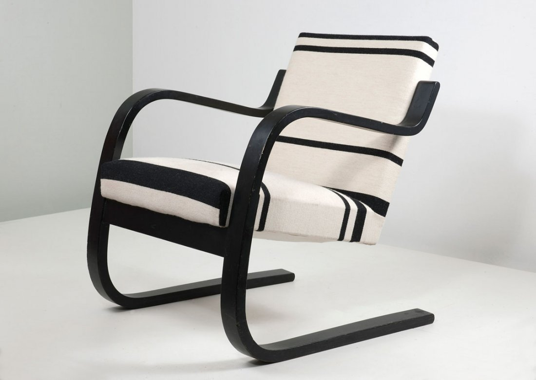 '402' easy chair