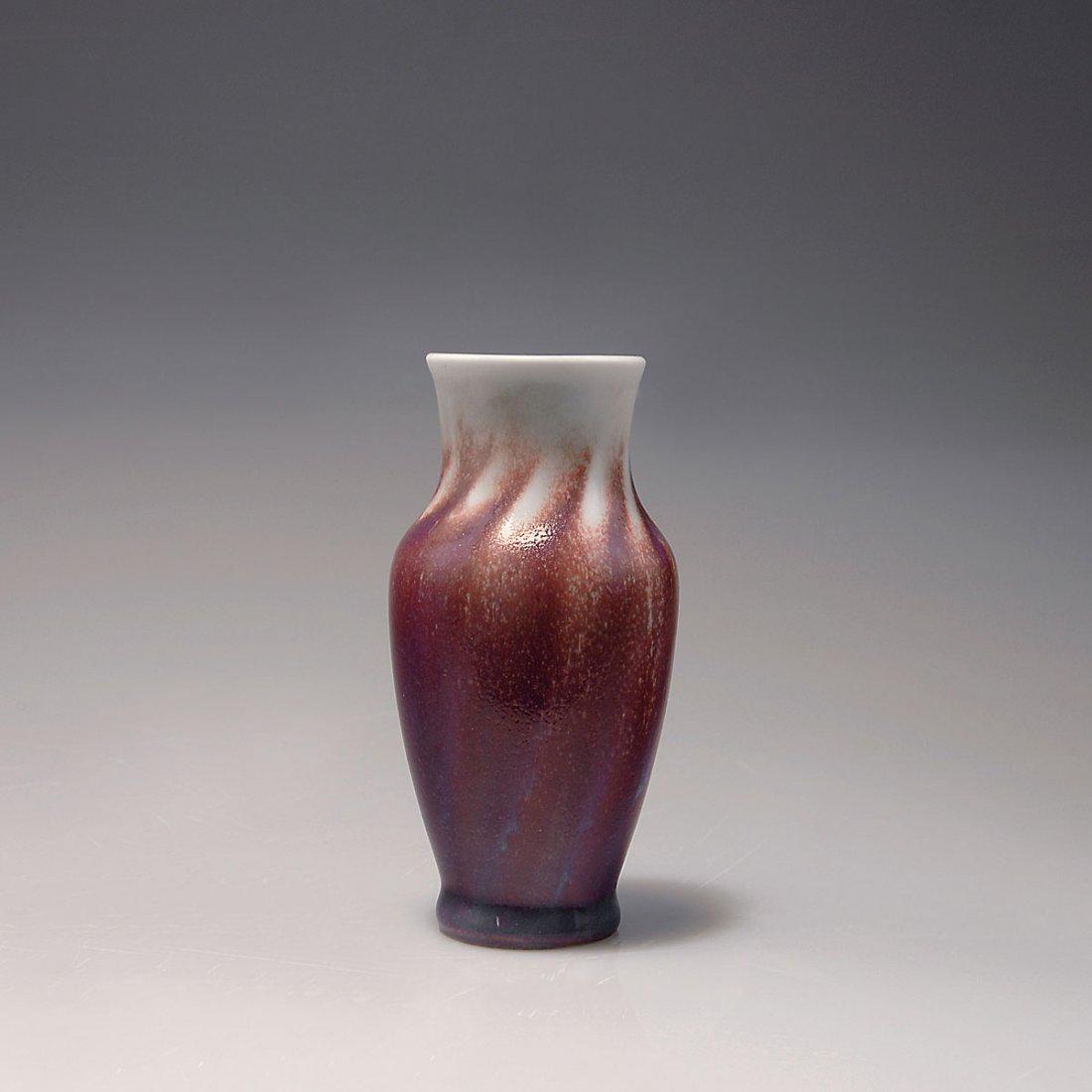 514: Small vase, c1900