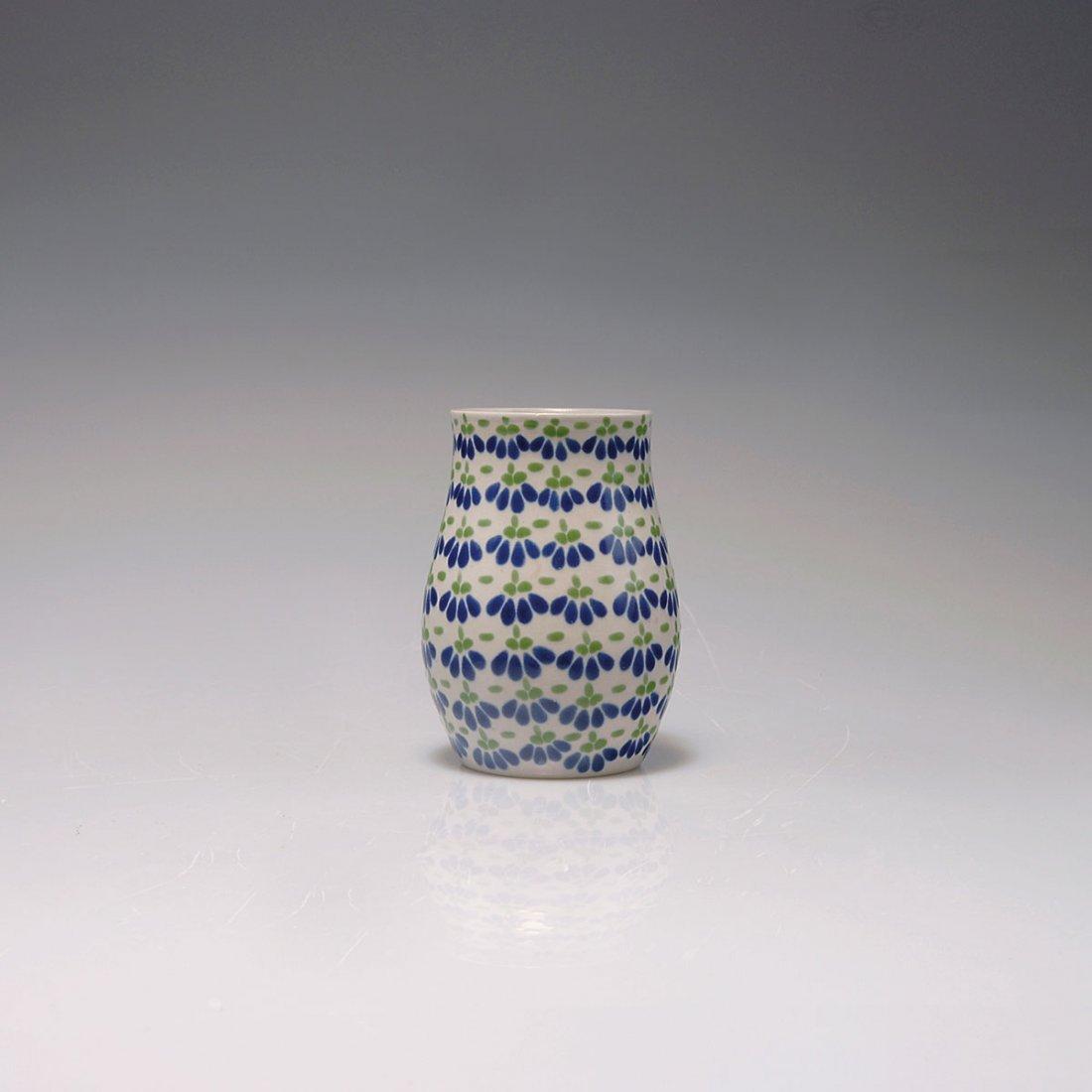 527: Small vase, c1912