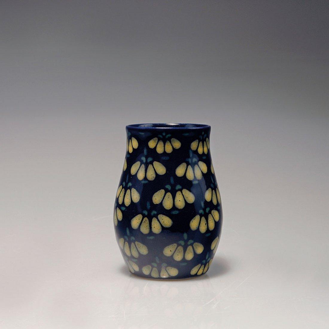 528: Small vase, c1912