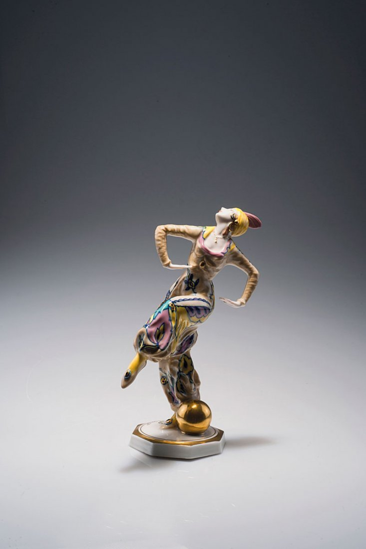 536: Oriental dancer with ball, 1926