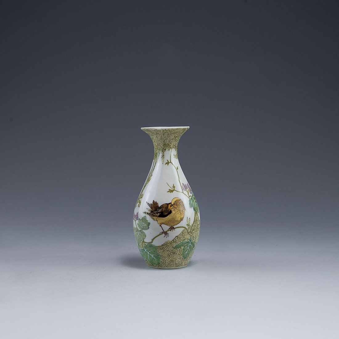 Small vase with bird, 1909/10