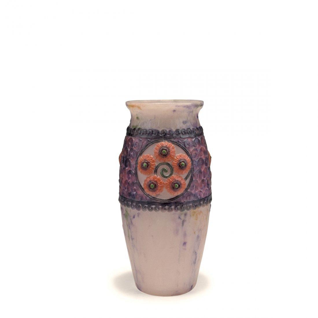 'Medaillons a fleurs' vase, 1919
