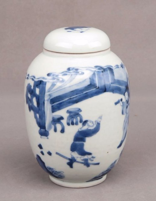 A CHINESE BLUE & WHITE JAR W/ LID