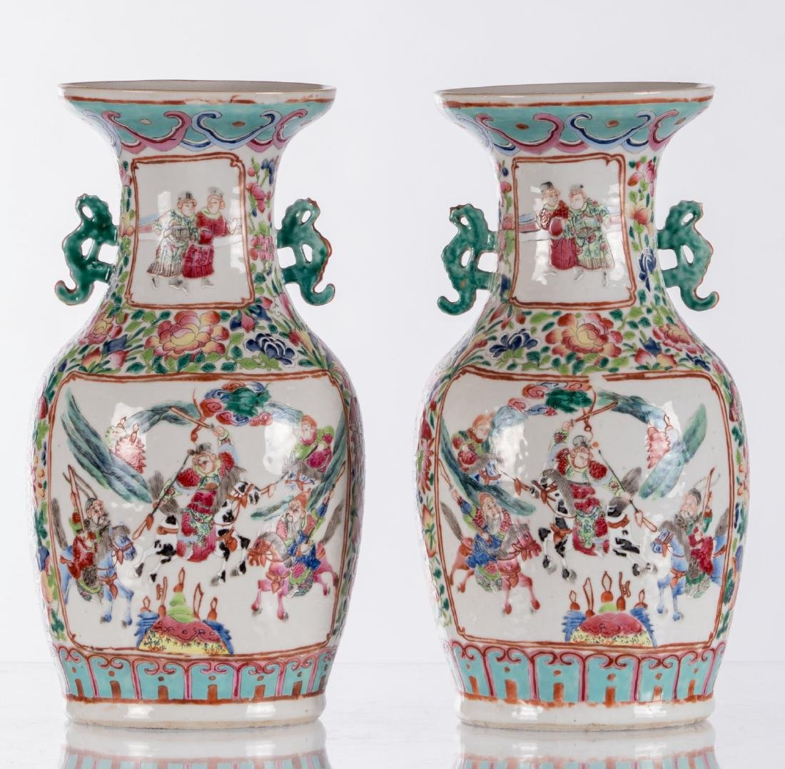 A pair of Chinese famille rose vases, decorated with a - 3