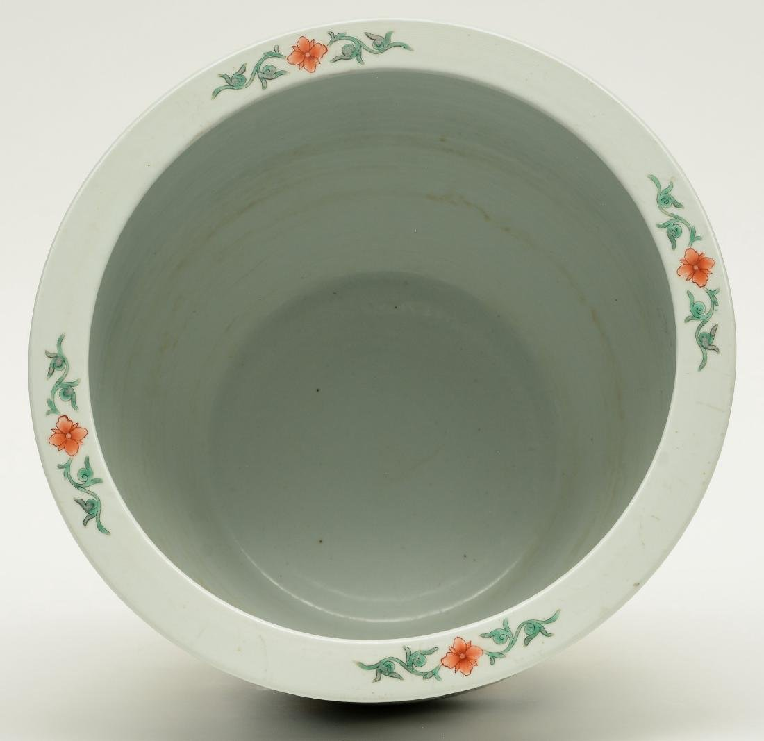 A Chinese famille verte cache-pot, the roundels - 5