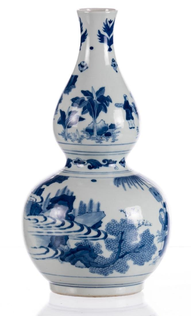 A Chinese blue and white double-gourd vase, decorated - 3