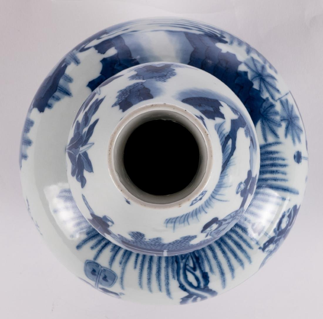 A Chinese blue and white double-gourd vase, decorated - 5