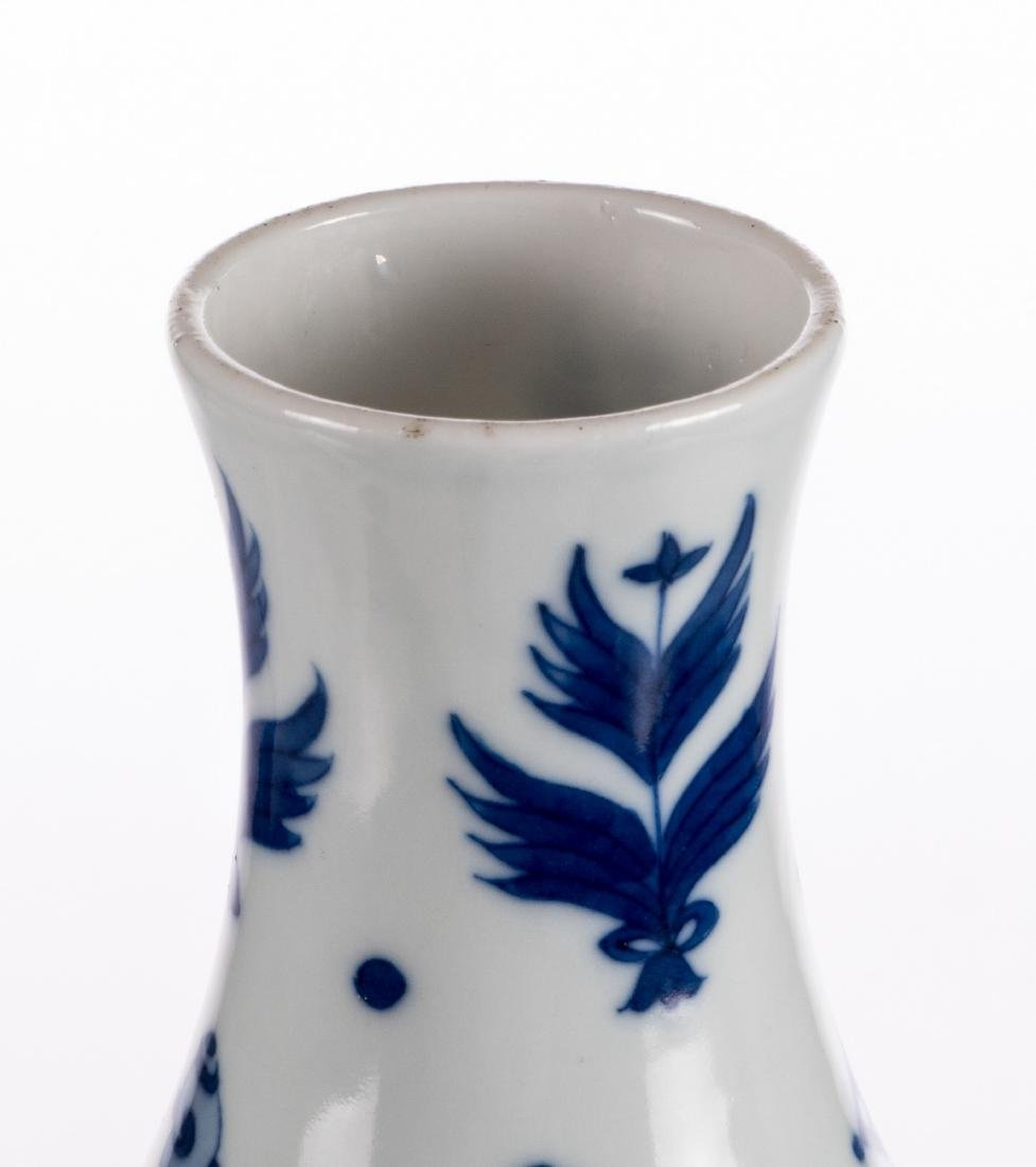 A Chinese blue and white double-gourd vase, decorated - 7